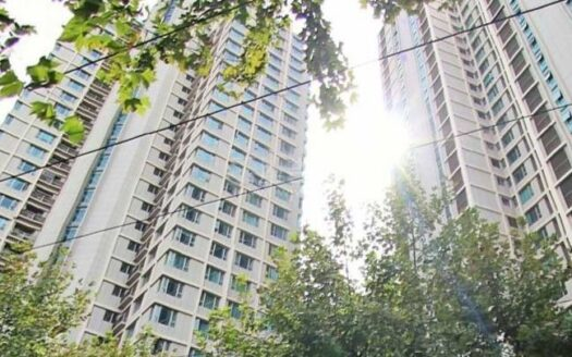 Wellington Garden consists of two residential towers with 94 units. The two high-rise buildings are north-south oriented